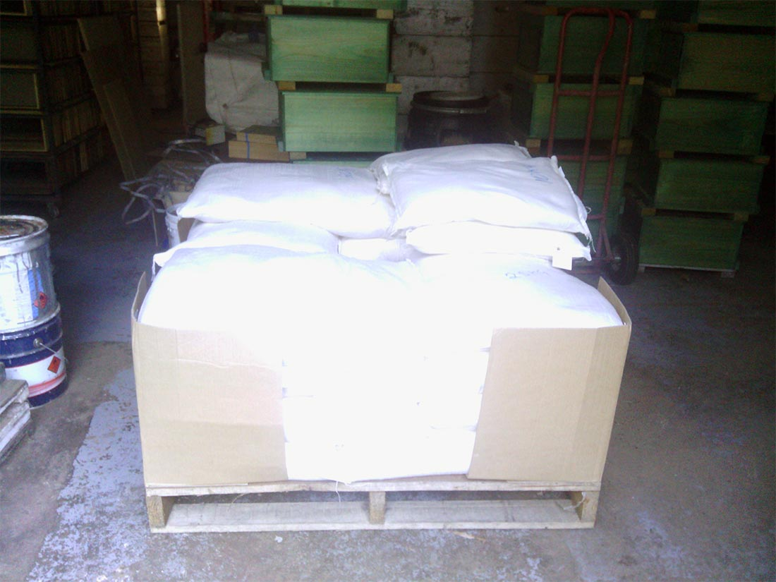 Preparing-a-pallet-of-25-kg-bags-of-Bee-Build-with-Pollen_slide